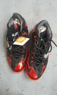 "Lebron 11 ""miami Heat"" - Nike - 616175 001 - blk/ mtllc slvr-unvrsty rd-brgh"