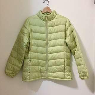 青綠色羽絨外套
