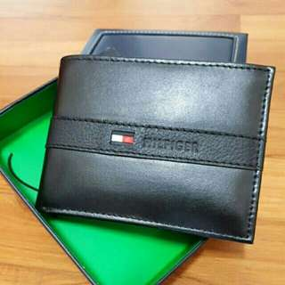Brand New in box original authentic Tommy Hilfiger Men Leather Wallet