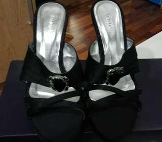 Lewre black heels
