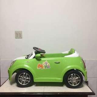 兒童四輪電動車(可遙控)