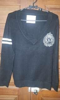 Sweater Merk Ninety Degrees. Good Cond #sweaterhitam #sweatercewek #sweaterwanita #sweatergaul #atasan #atasanhitam #bahanwool #sweaterori
