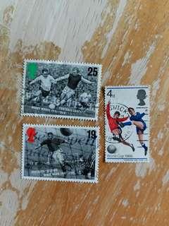 英國郵票 足球已銷郵票三枚