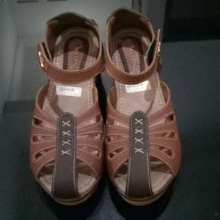 Brown wedges cantik
