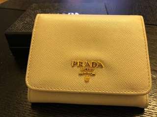 八成新正貨Prada 米白色三折銀包