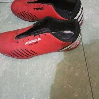 Sepatu futsal Liverpool