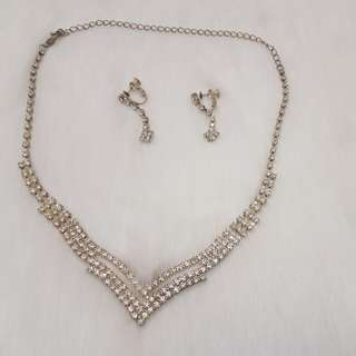 Set kalung, anting, gelang, cincin