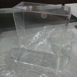 Acrylic Hay Holder (L Size) with Lid