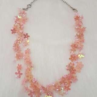 Kalung payet bunga pink