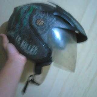 Helm uhuy