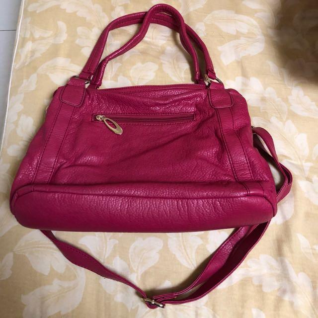 桃紅皮革手提包