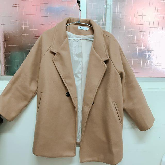 奶茶色大衣外套