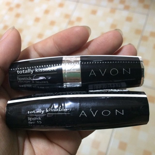 avon totally kissable lipsticks in deep orchid and lovey dovey
