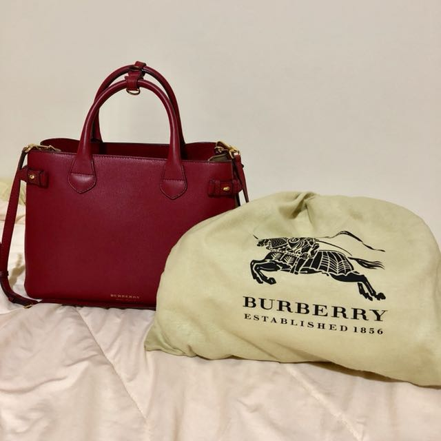 38733b90b35a Burberry House Check Derby Leather Medium Banner Tote