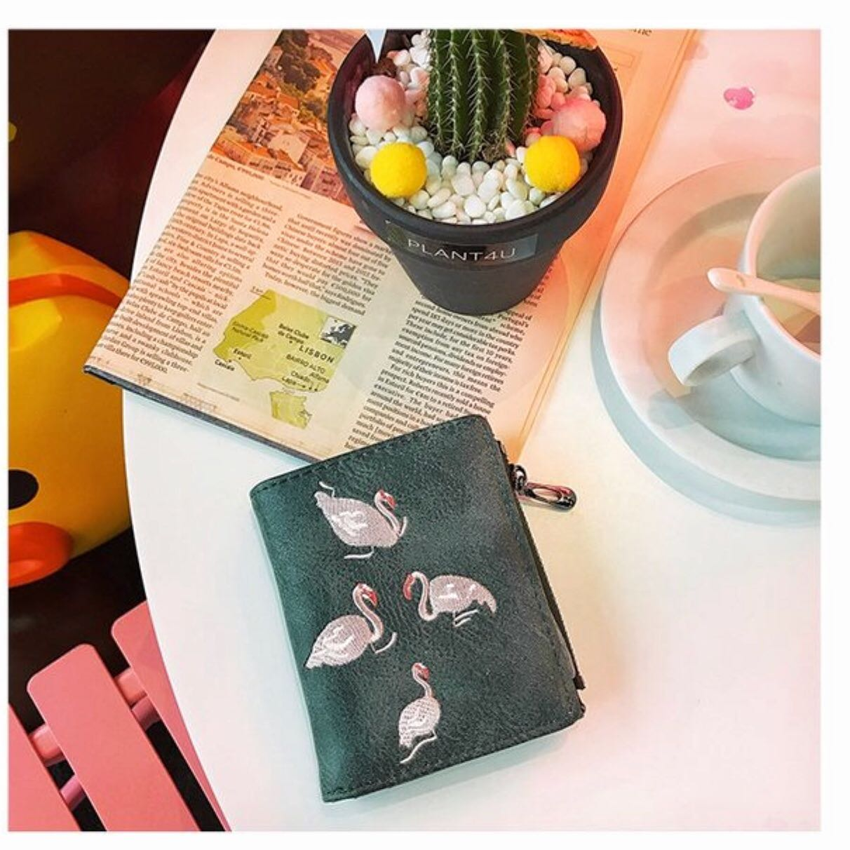 Embroidery leather short wallet