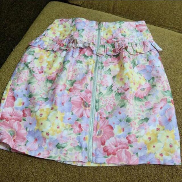 Flowery mini skirt