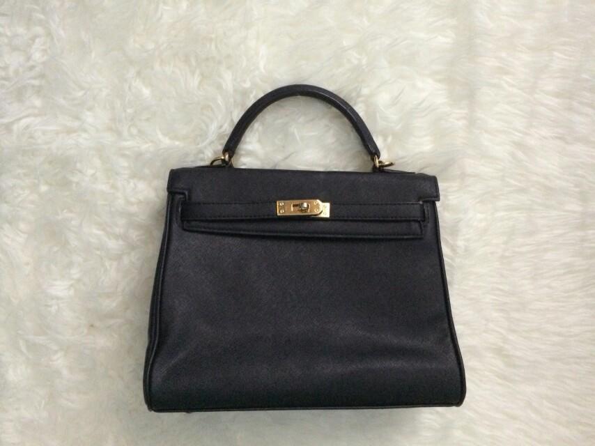 Hermes look alike black sling bag hnm Stradivarius