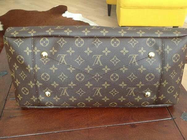 LOUIS VUITTO Artsy bag