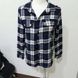 格紋 格子 襯衫 長袖 上衣 外套 藍色 白色 鈕扣  文青 s號 女生 冬天 便宜 二手 衣櫃 出清 女裝 #換季五折