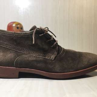 JOHN VARVATOS Chukka Boot in Vibram Red Brick sole
