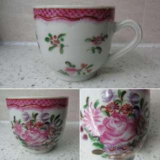 清乾隆: 粉彩花卉紋耳杯