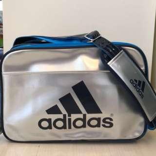 🈹️ 全新Adidas 單邊斜孭袋(購自日本)