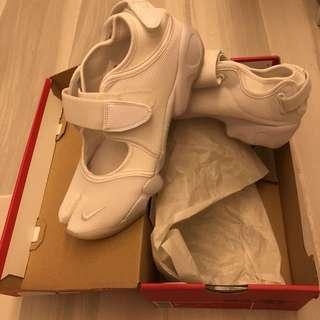 Nike Air Rift (忍者鞋) 適用水上活動,行山鞋