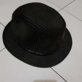 Topi vedora black stripe