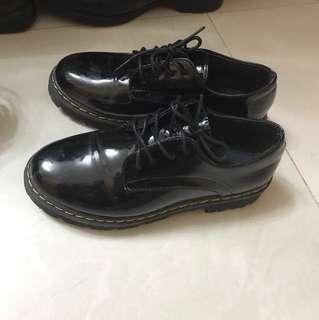 皮面黑色紳士鞋