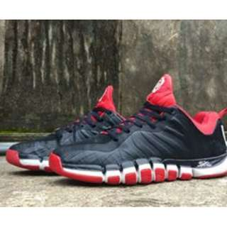 B12 ADIDAS SHOES  DERRICK ROSE SIZE 43