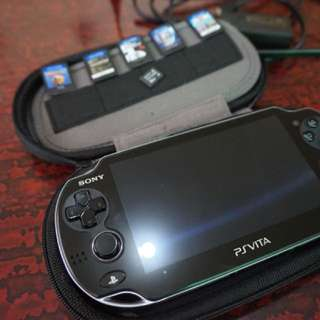 PS Vita Phat with 5 games
