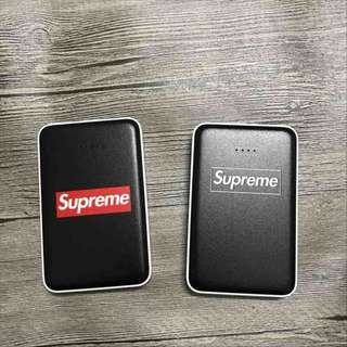 Supreme黑色白邊充電器12800mAh