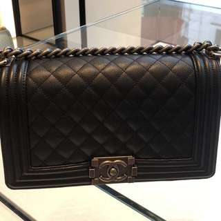 Chanel boy size 銀扣(on hold)