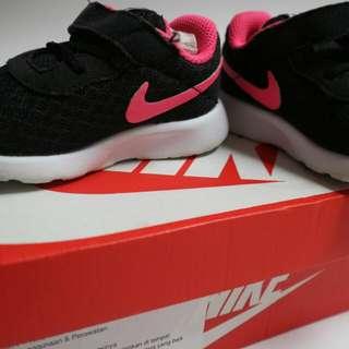 Sepatu anak sneaker Merk Nike Tanjun (preloved)