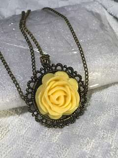 Old flower pendant. U may replace the necklace. The necklace have faded