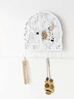 Hanging Decorative Jewelry Mirror Stand