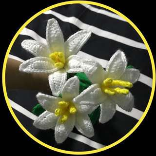Crochet white lilies flower