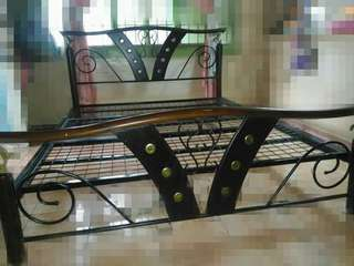 Bed Frame (queensize)
