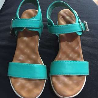 Pre loved sandals for kids; size indicated in the picture