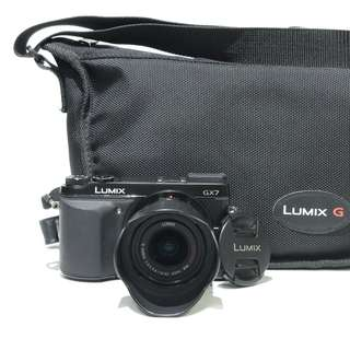 Panasonic Lumix GX7 with G Vario 14-42mm Kit Lens