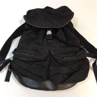 Prada 黑色索繩背包