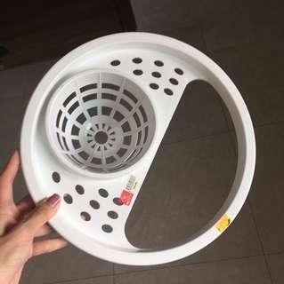 Plastic mop pail drainer