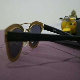 Kacamata gaya murah secorousel
