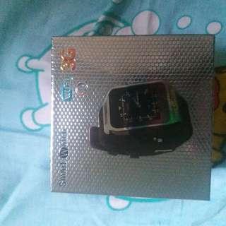 智能手錶4G+16G 可插SD卡,,可自己下載APP,聽歌,睇片,打機,影相拍片,可連藍牙 ,插SIM卡 WIFI,包兩舊電 只用過一次 100%NEW