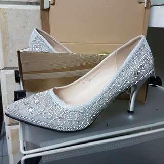 High Heels Tertutup Silver Mewah