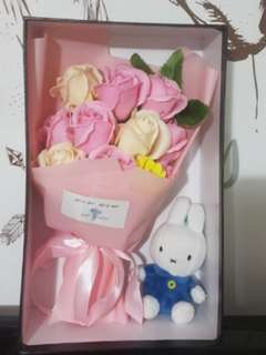 Roses bouquet with miffy