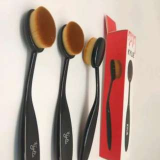 kylie make up brush cosmetic