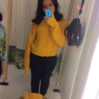 yellow sweater pull and bear