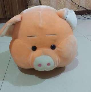 Boneka babi besar