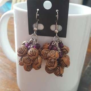 Brown roses bunch earrings